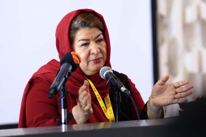 "Pouran Derakhshandeh at Darolfonoun: ""I Can not Remain Indifferent towards the  People's Lives."""