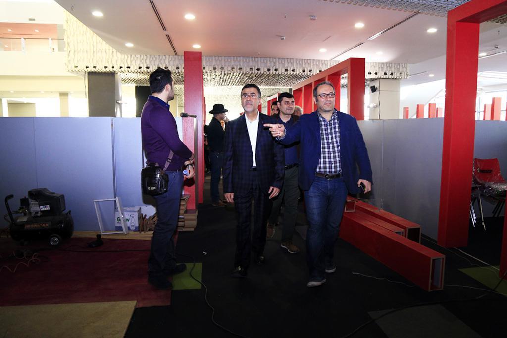 تصویری از بازدید رییس سازمان سینمایی از کاخ جشنواره