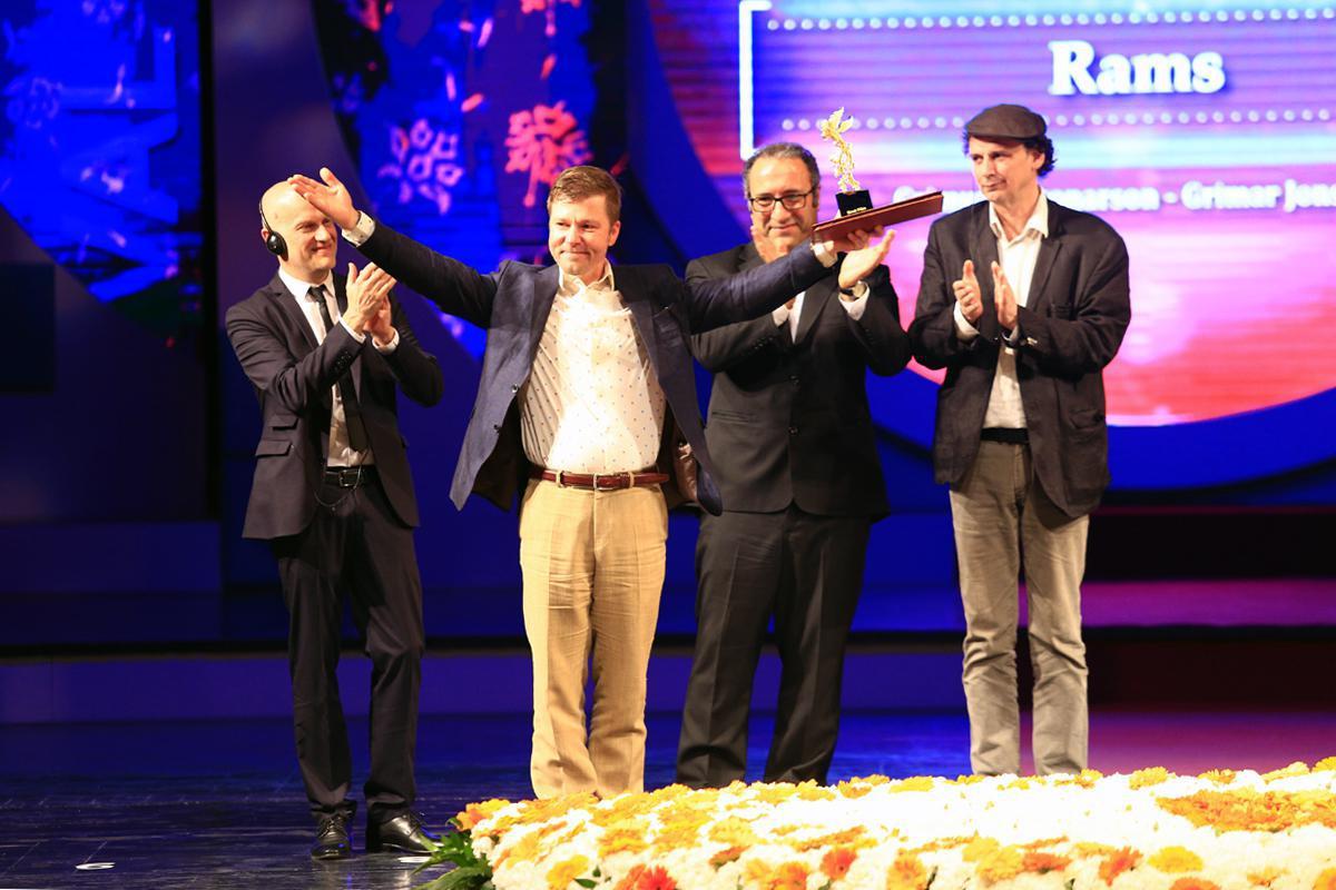 سلام میرکریمی به جشنواره سی و پنجم/ سیمرغها در دستان مهمانان خارجی