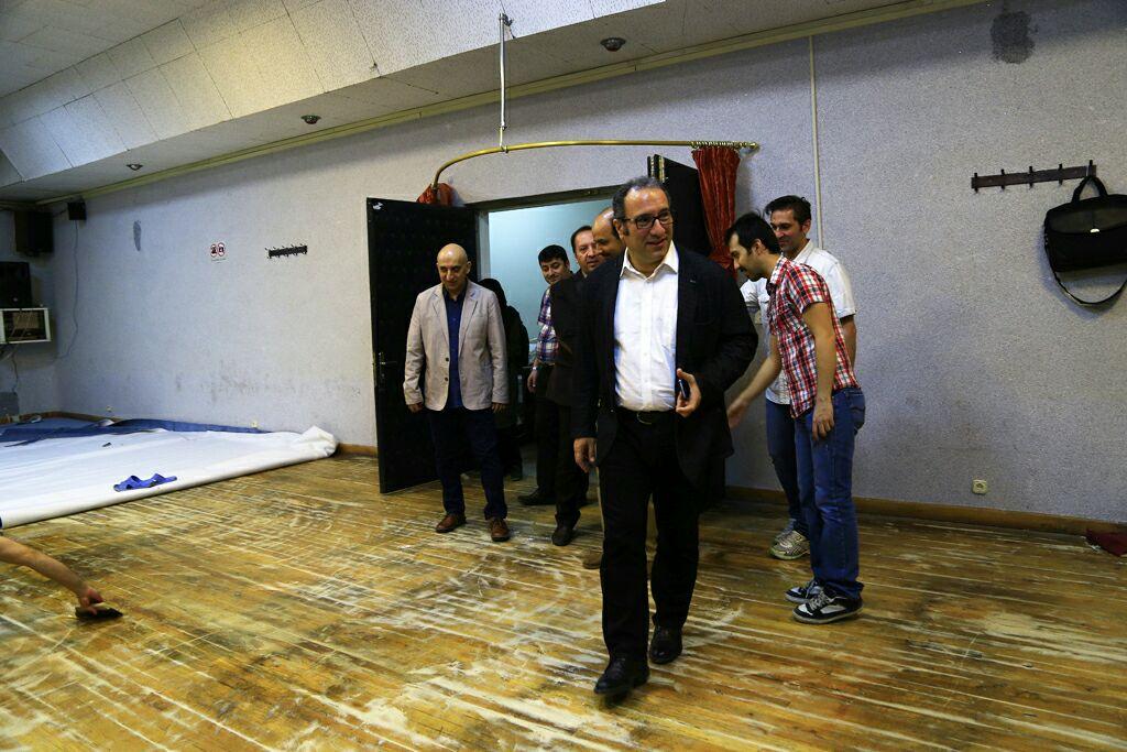 بازدید دبیر جشنواره از دانشکده سینماتئاتر/ جشنواره جهانی فیلم فجر بانی بازسازی یک سالن شد
