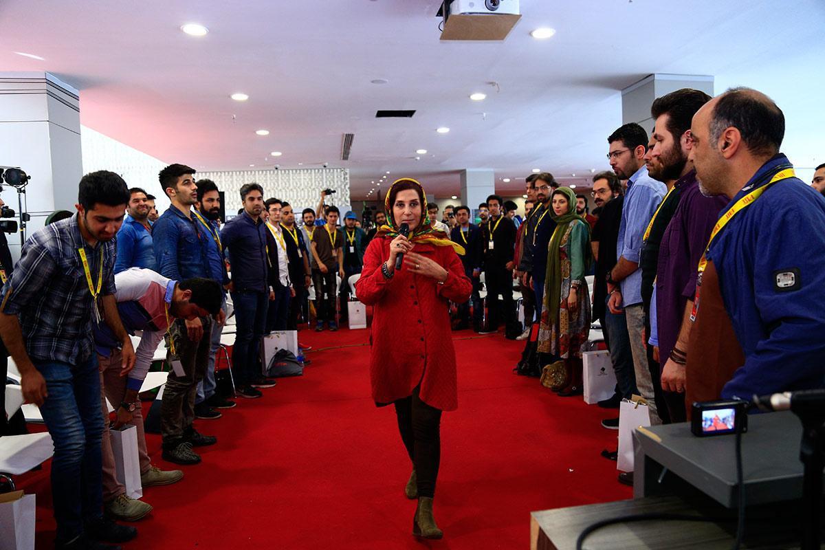 معتمدآریا حال و هوایی ویژه به دارالفنون داد/ اشک خانم بازیگر در کاخ جشنواره