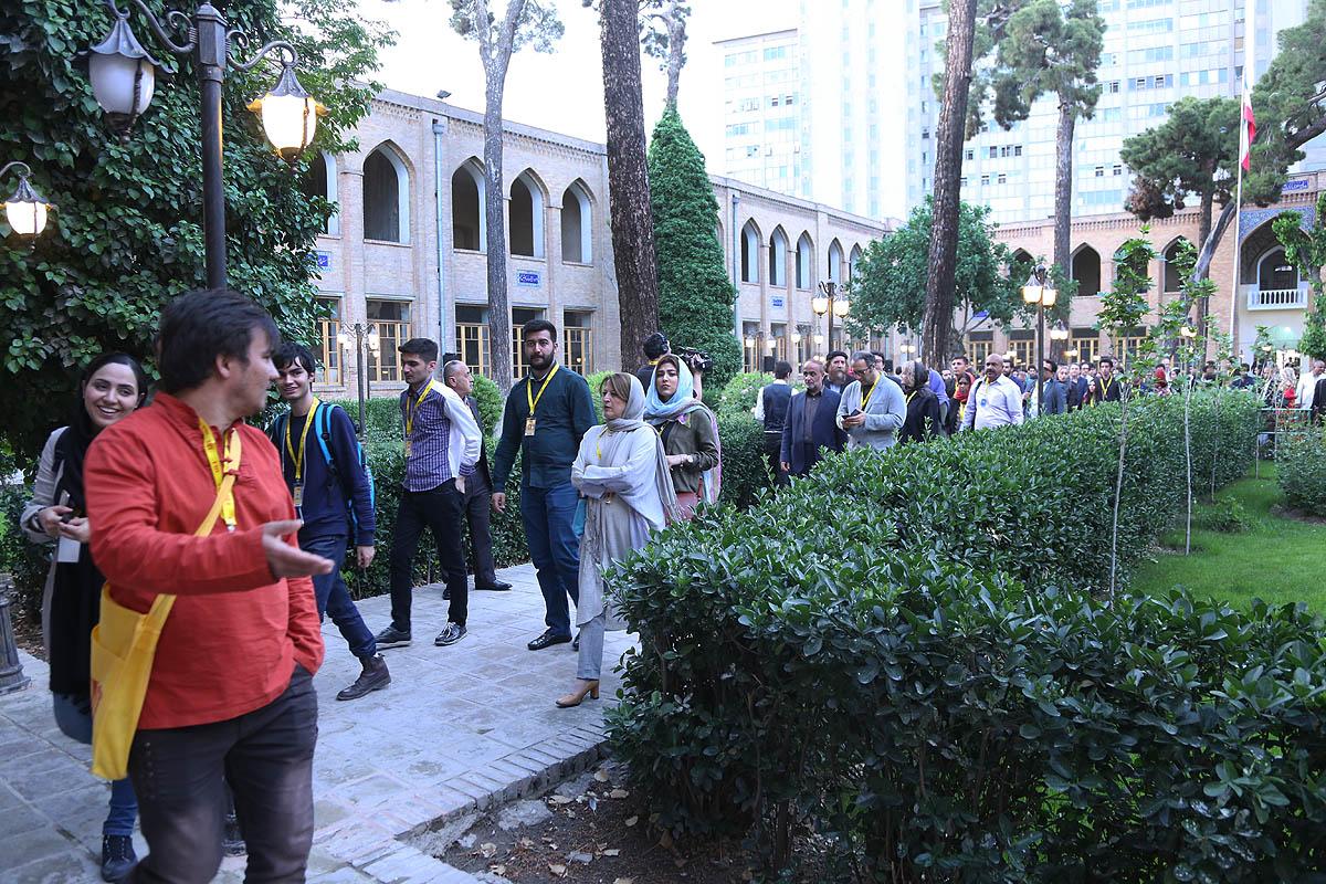 تهران گردی مهمانان جشنواره جهانی فیلم فجر/ قدم زدن در تهران قدیم