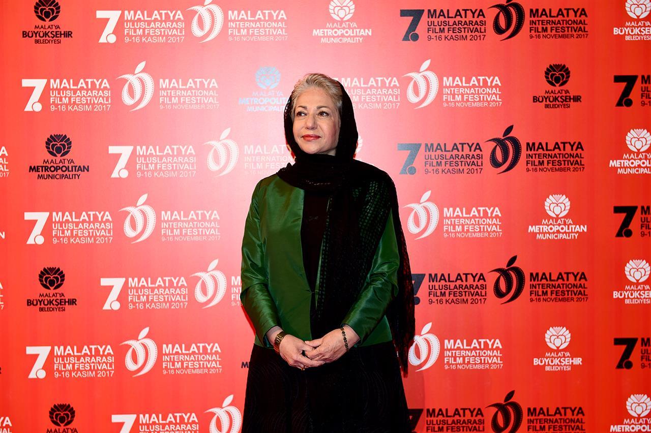 تبریک جشنواره جهانی فیلم فجر به رخشان بنیاعتماد
