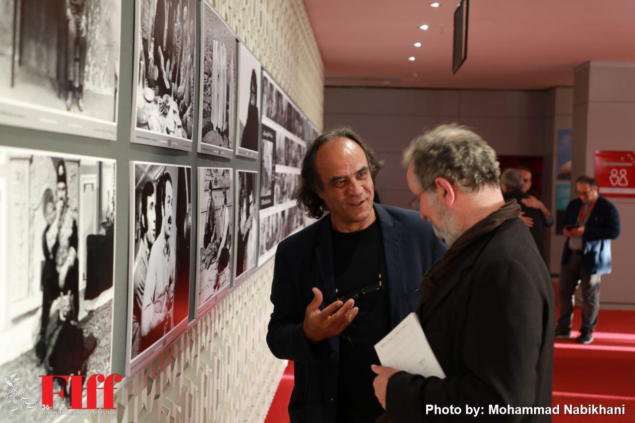 نمایشگاه «۱۲۰ عکس فیلم از ۱۲۰ کارگردان تاریخ سینمای ایران» افتتاح شد/ مرور پوسترهای ۳ دوره جشنواره