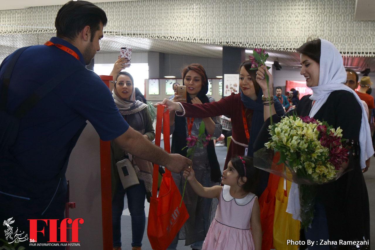 گزارش تصویری تقدیر ستاد خبری جشنواره جهانی فجر از کارکنان پردیس چارسو