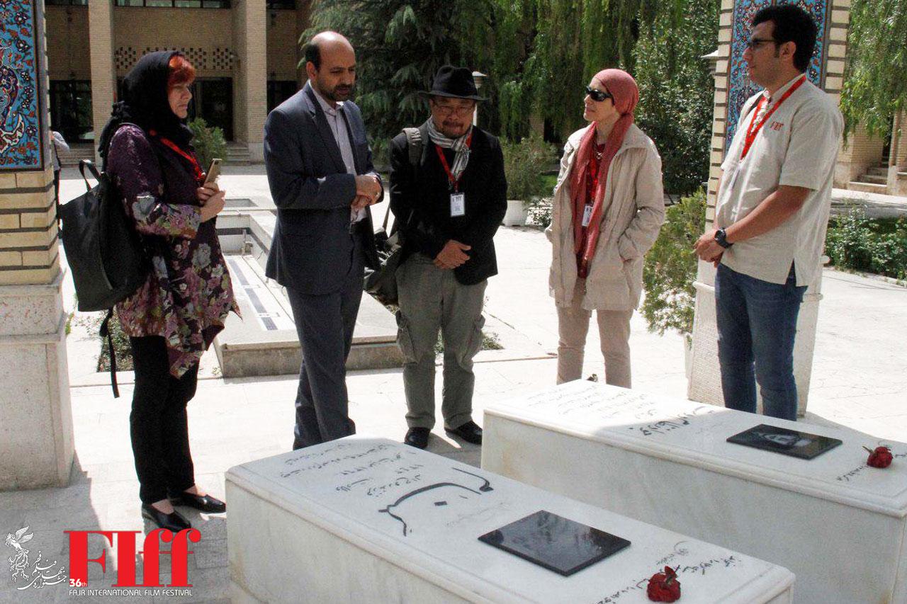 مهمانان خارجی جشنواره جهانی فیلم فجر به شهدای دفاع مقدس ادای احترام کردند