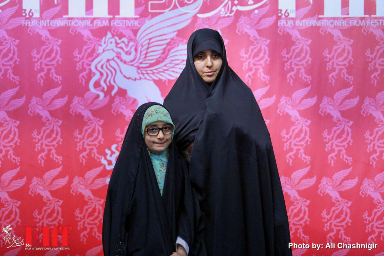 همسر شهید باغبانی به جشنواره جهانی فیلم فجر آمد/ قدردانی از ابراهیم حاتمیکیا و سیروس مقدم