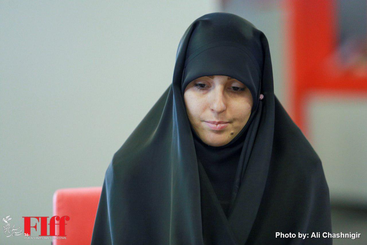 گزارش تصویری حضور همسر شهید هادی باغبانی در پردیس چارسو
