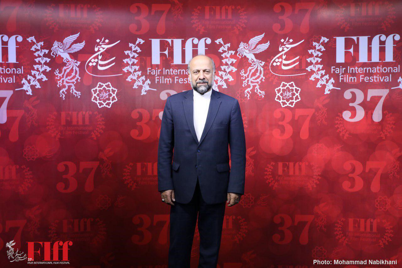 حضور سینماگران از سراسر جهان یکی از شاخصههای جشنواره جهانی فجر است/ به سمت جشن نرویم