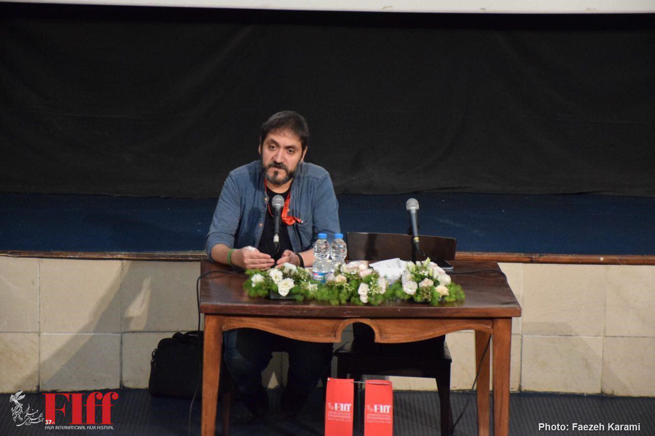 محسن آزرم: هیچ متن ادبی مقدس نیست